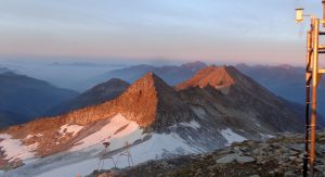 Gipfel im Sonnenaufgang